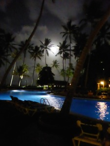 Moon and beach behind the pool after dinner