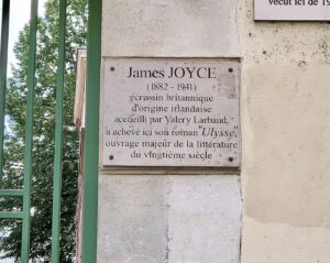 Placard for James Joyce at 71 rue du Cardinal Lemoine